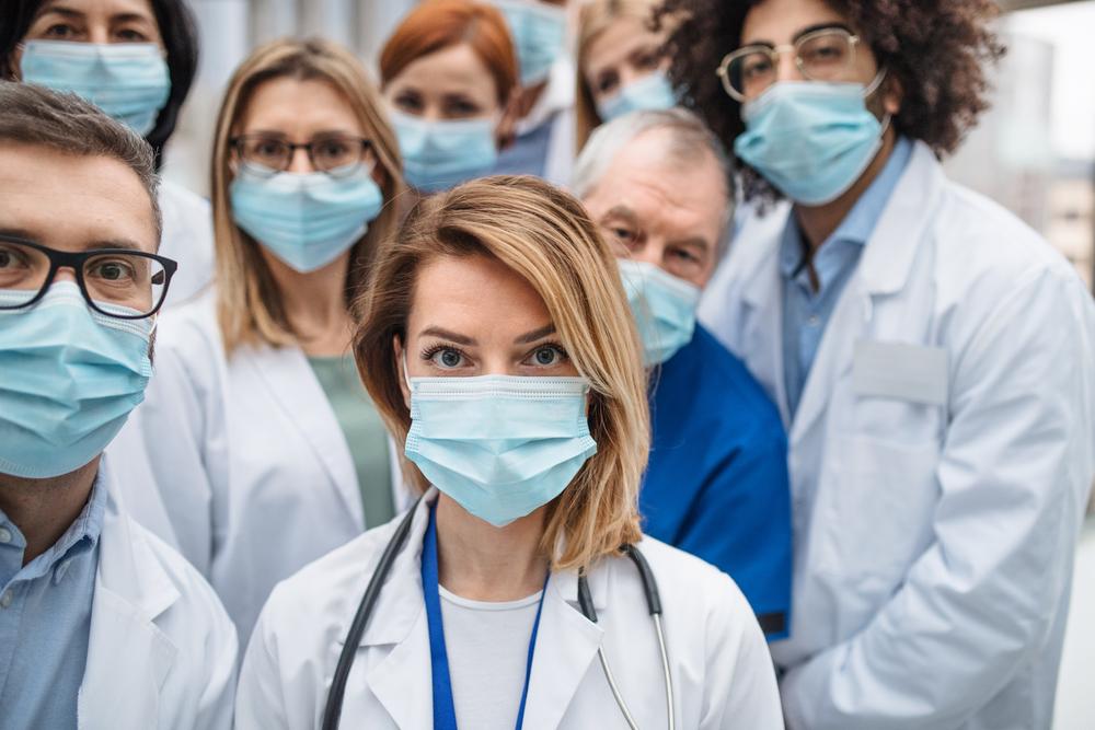 Médicos de máscara
